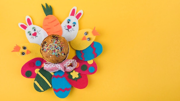 Paper colorful eggs with easter cake Free Photo