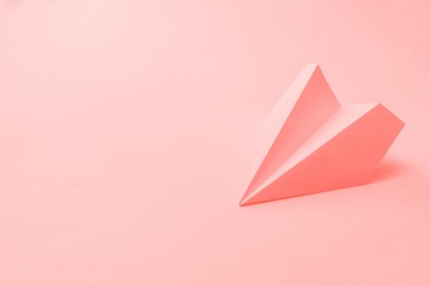 산호에 종이 비행기 프리미엄 사진