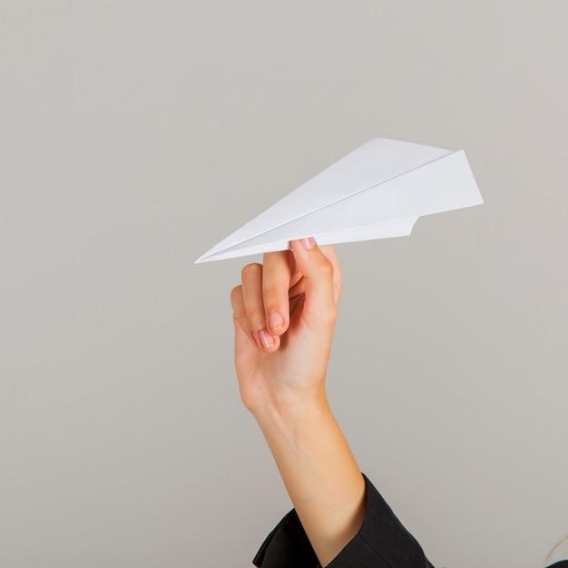 есть фото бумажного самолетика изобилие