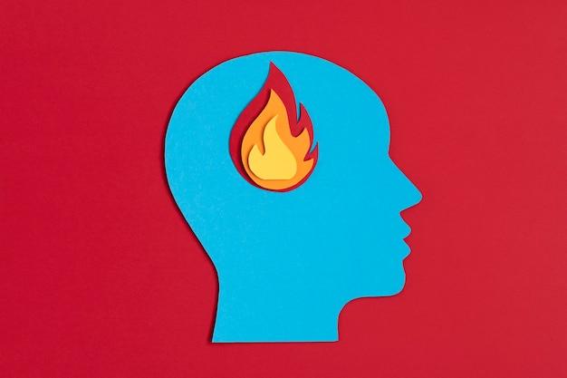 소진, 심리학, 스트레스, 정신 질환 개념 내부에 화재로 Papercut 머리 프리미엄 사진