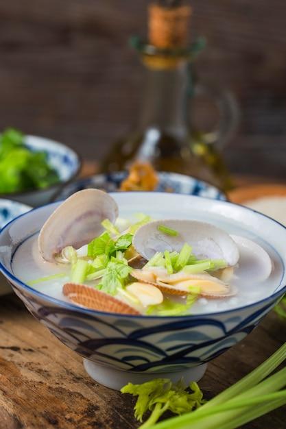 Paphia undulata каша из морепродуктов Premium Фотографии