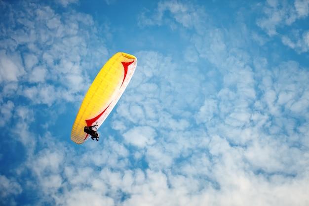 Paragliding along beautiful coastline. Premium Photo