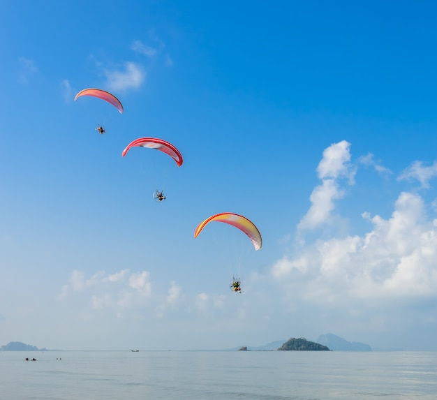 Paragliding over pak meng beach in trang province, thailand Premium Photo