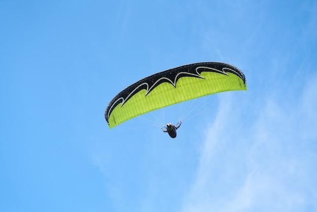 Paragliding and sky Premium Photo