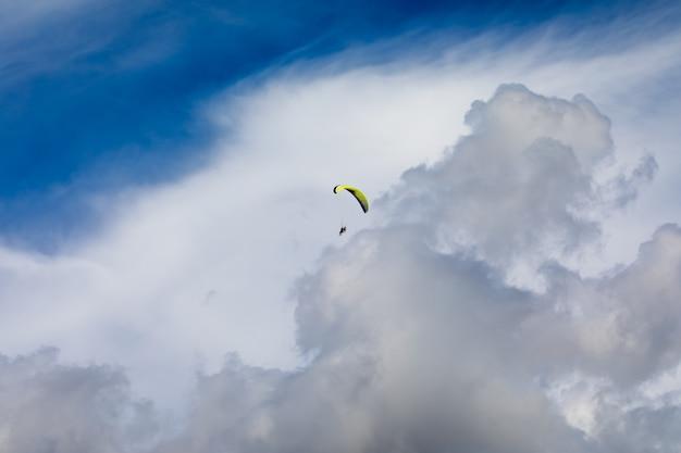 Paragliding Premium Photo