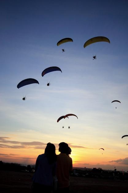 Paramotor or paratrike silhouettes at sunset Premium Photo