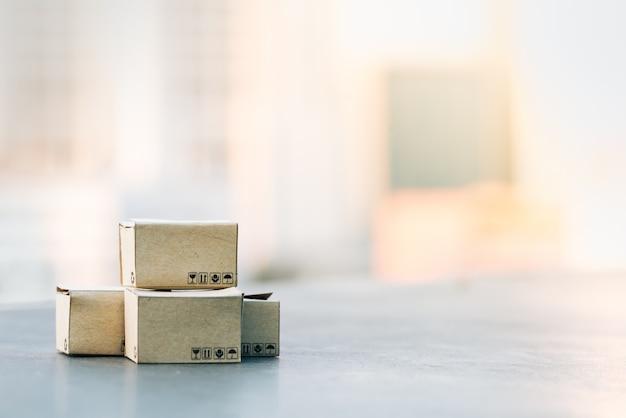 Parcel box with city backgrounds. Premium Photo