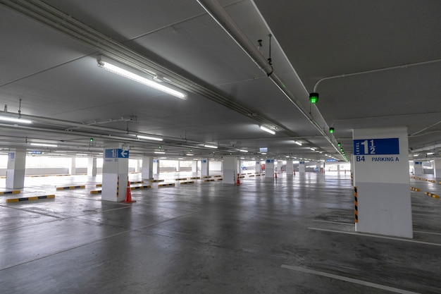 Parking space in department stores Premium Photo