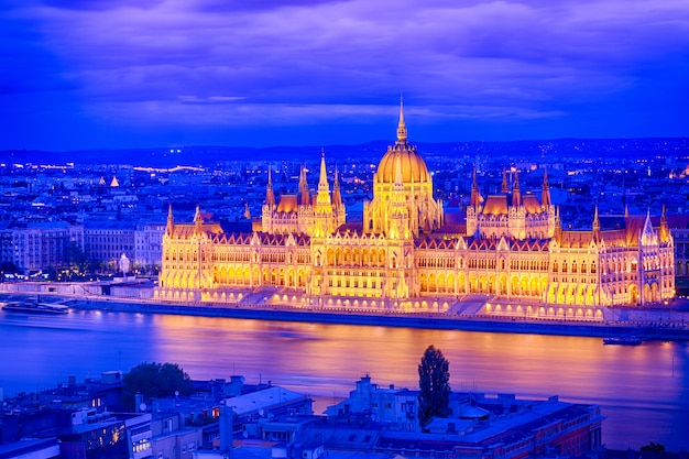 Parliament and riverside in budapest hungary during blue hour sunset Premium Photo