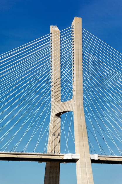 Parte del famoso ponte vasco da gama a lisbona Foto Gratuite