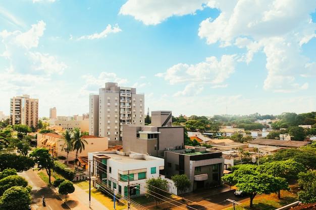 Частичный вид на город дурадос, в мату-гросу-ду-сул, бразилия Premium Фотографии