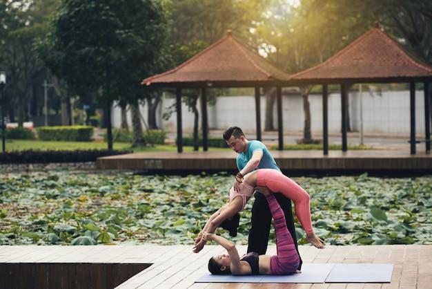 Partner yoga Free Photo