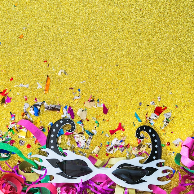 Party mask on confetti Free Photo