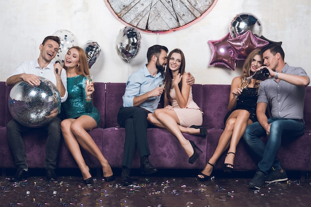 Party nightclub time. people rest in pairs. Premium Photo