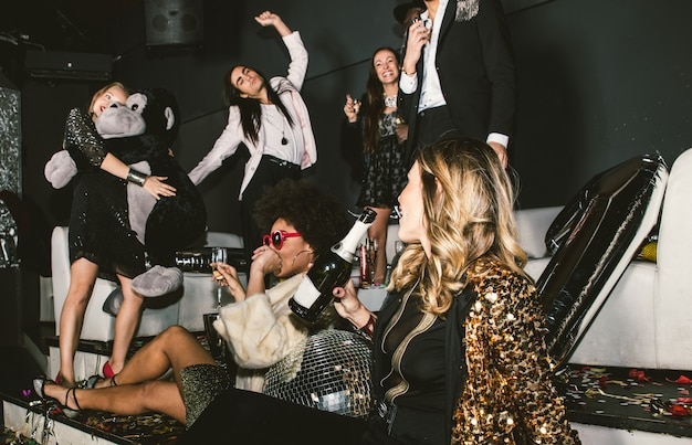 Party people celebrating in the club Premium Photo