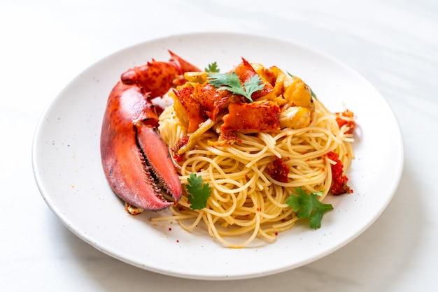 Pasta all'astice or lobster spaghetti Premium Photo