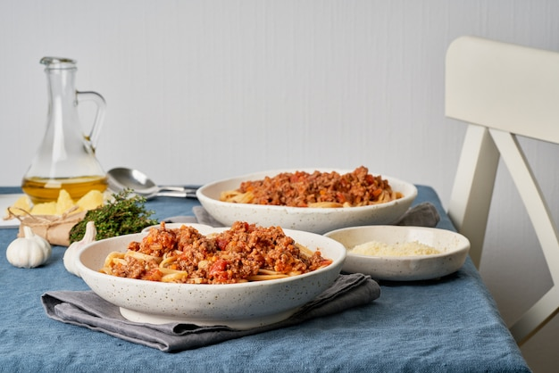 ミンチ肉とトマトのパスタボロネーゼリングイネ。 2名様のイタリアンディナー Premium写真
