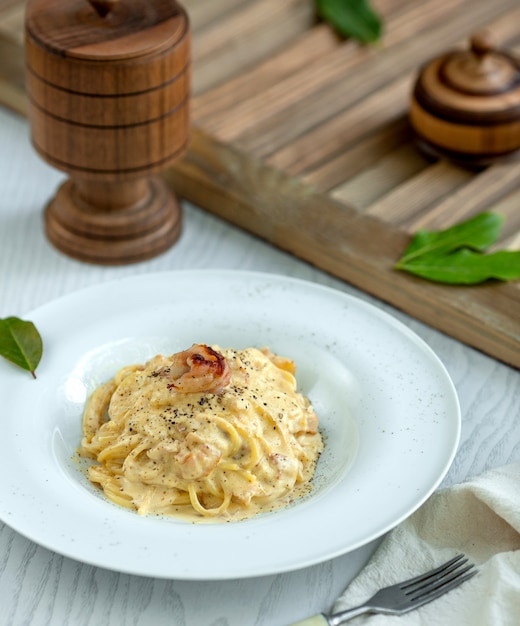 Pasta filled with cream and topped with pepper Free Photo