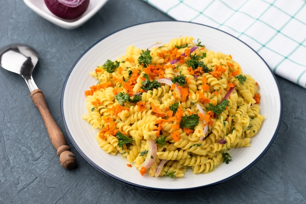 Pasta fusilli with vegetable in herb sauce Premium Photo