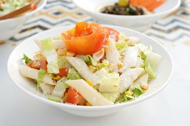 Pasta salad, egyptian cuisine, middle eastern food, arabian mezza, arabian cuisine, arabian food Premium Photo