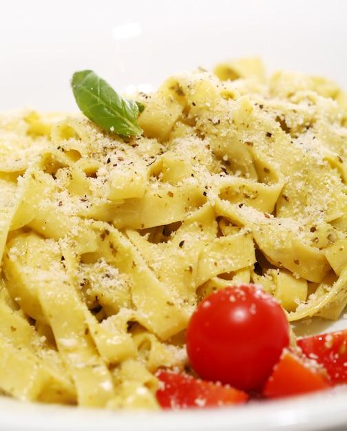 Паста с сыром и помидорами черри Бесплатные Фотографии