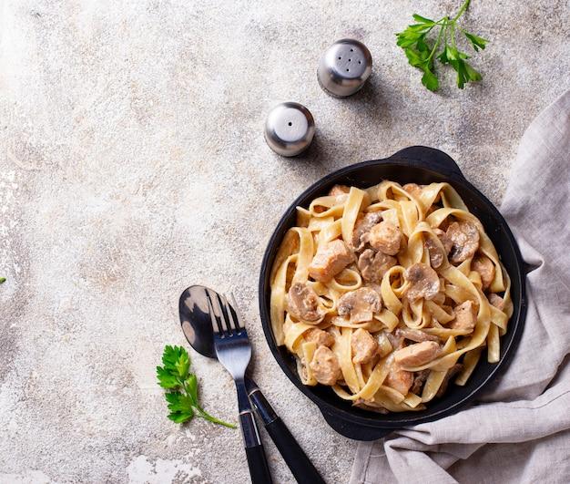 Pasta with chicken and mushroom Premium Photo