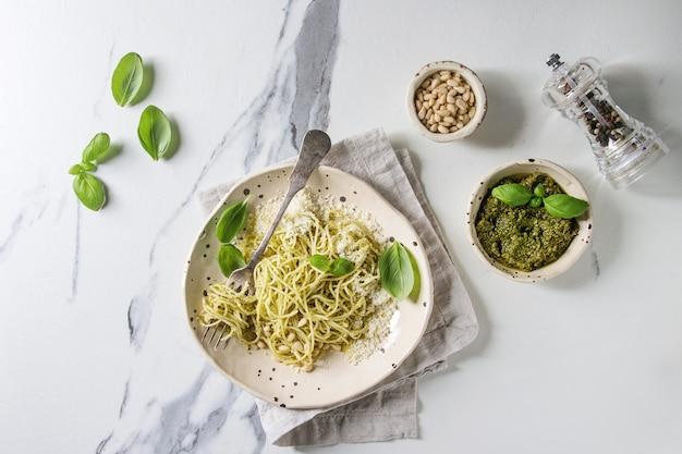 Pasta with pesto sauce Premium Photo