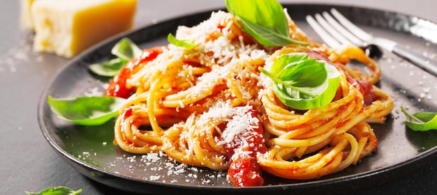 Pasta with tomato sauce and parmesan Premium Photo