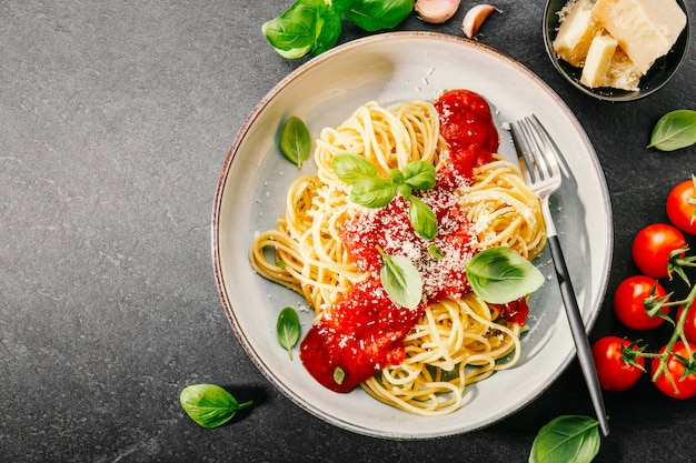 Pasta with tomato sauce and parmesan Premium Photo