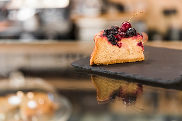 Pastry on black shale board Free Photo