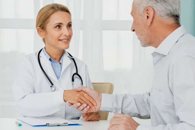 Patient holding doctor hand Free Photo