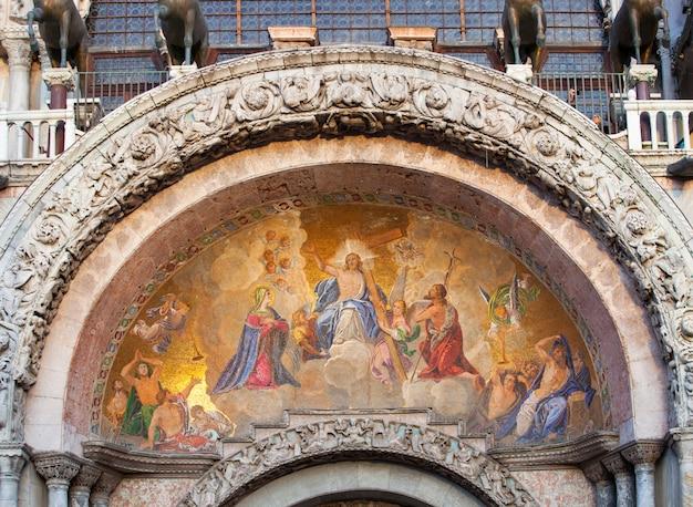 The patriarchal cathedral basilica of saint mark, venice. Premium Photo