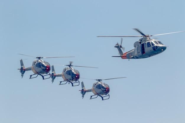 Patrulla aspa、ヘリコプターユーロコプター Premium写真