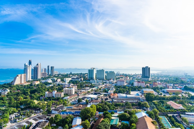 Pattaya chonburi thailand - 28 may 2019 : beautiful landscape and cityscape of pattaya city is popular destination in thailand with white cloud and blue sky Free Photo