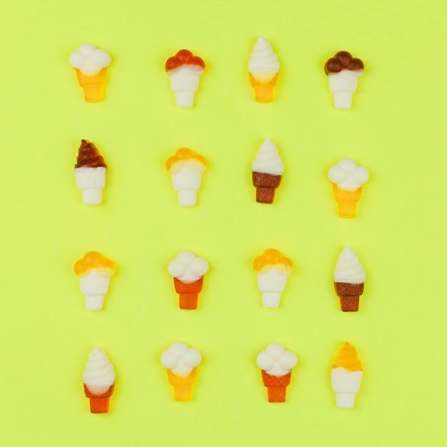 Pattern of ice cream on light background Free Photo