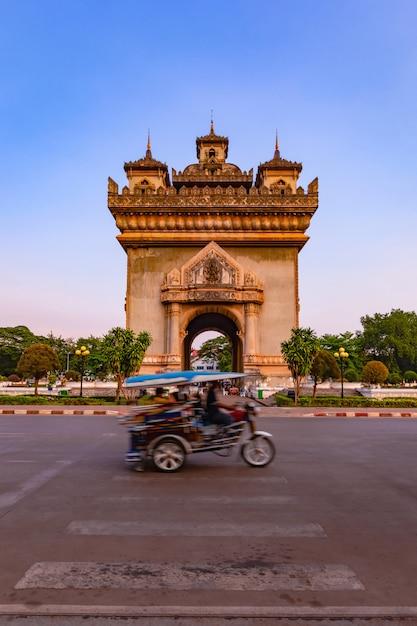 Patuxay monument landmark arch and war memorial in vientiane, laos, Premium Photo
