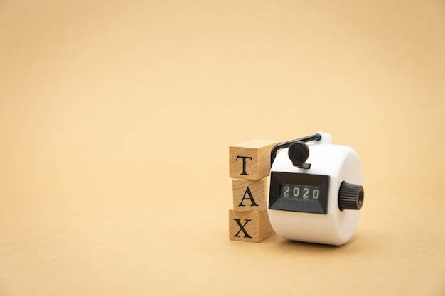 Pay annual income (tax) for the year Premium Photo