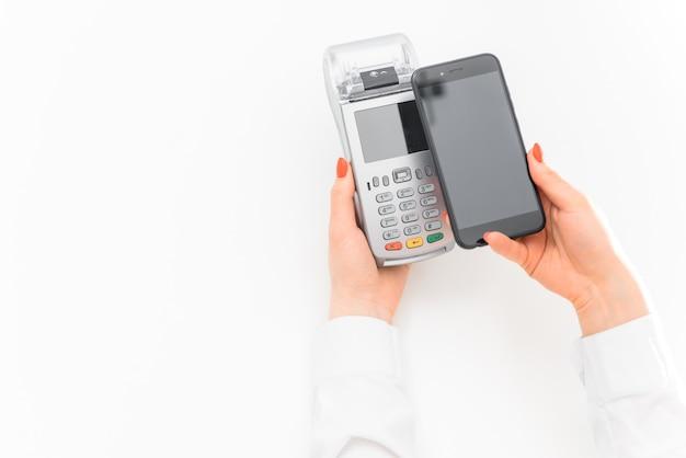 買い物時に端末からスマートフォンで決済 Premium写真