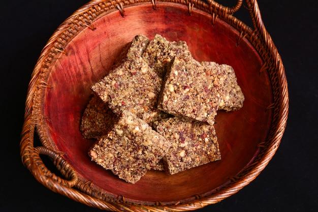 Pe de moleque on a rustic bowl Premium Photo