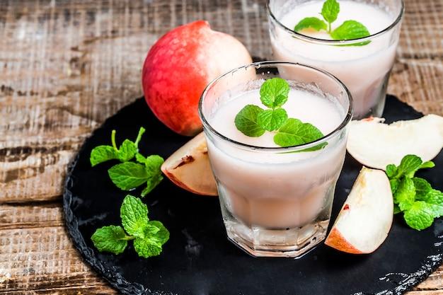 Peach juice Free Photo
