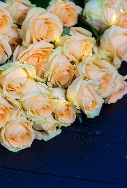 premium photo peach roses on a wooden black background https www freepik com profile preagreement getstarted 3257359