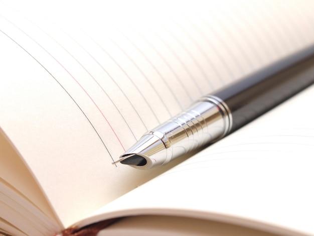 Ручка и блокнот Premium Фотографии