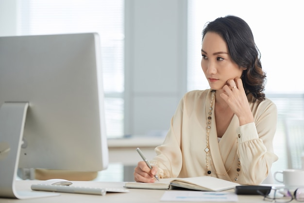Pensive female entrepreneur Free Photo