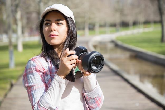 Pensive focused photographer shooting landmarks Free Photo
