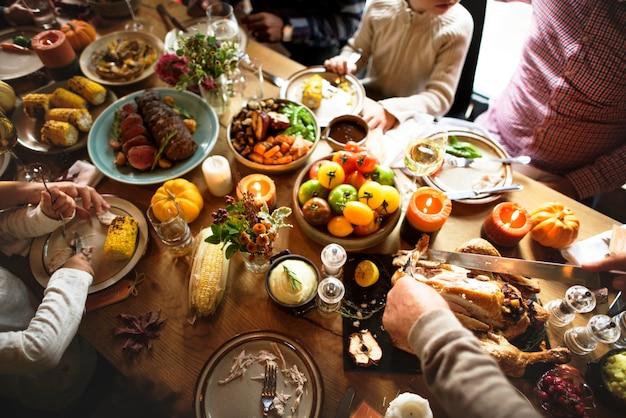 People are celebrating thanksgiving day Premium Photo