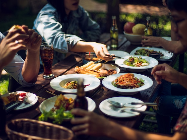 People are eating on vacation. they eat outside the house. Premium Photo