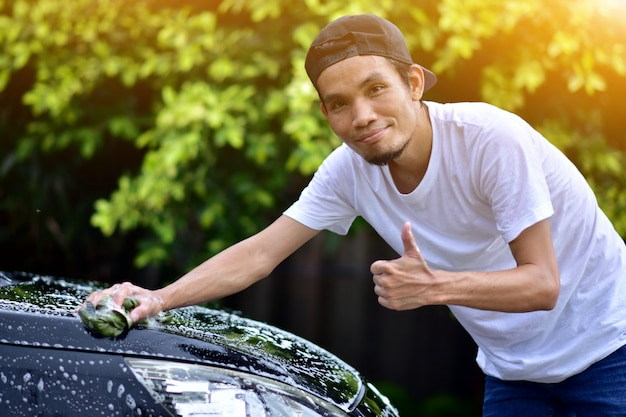 People cleaning car at home sunlight Premium Photo