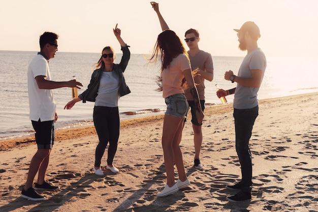 People dancing in summer Premium Photo