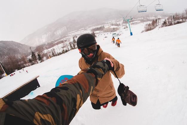 Люди занимаются зимними видами спорта Бесплатные Фотографии