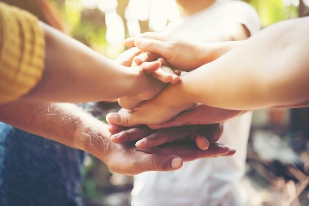 사람들이 행복 지원 스태킹 커뮤니티 무료 사진